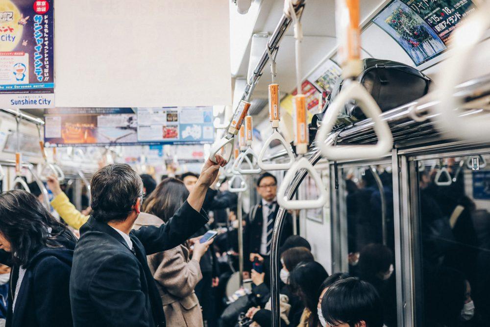 In der Ubahn in Tokio