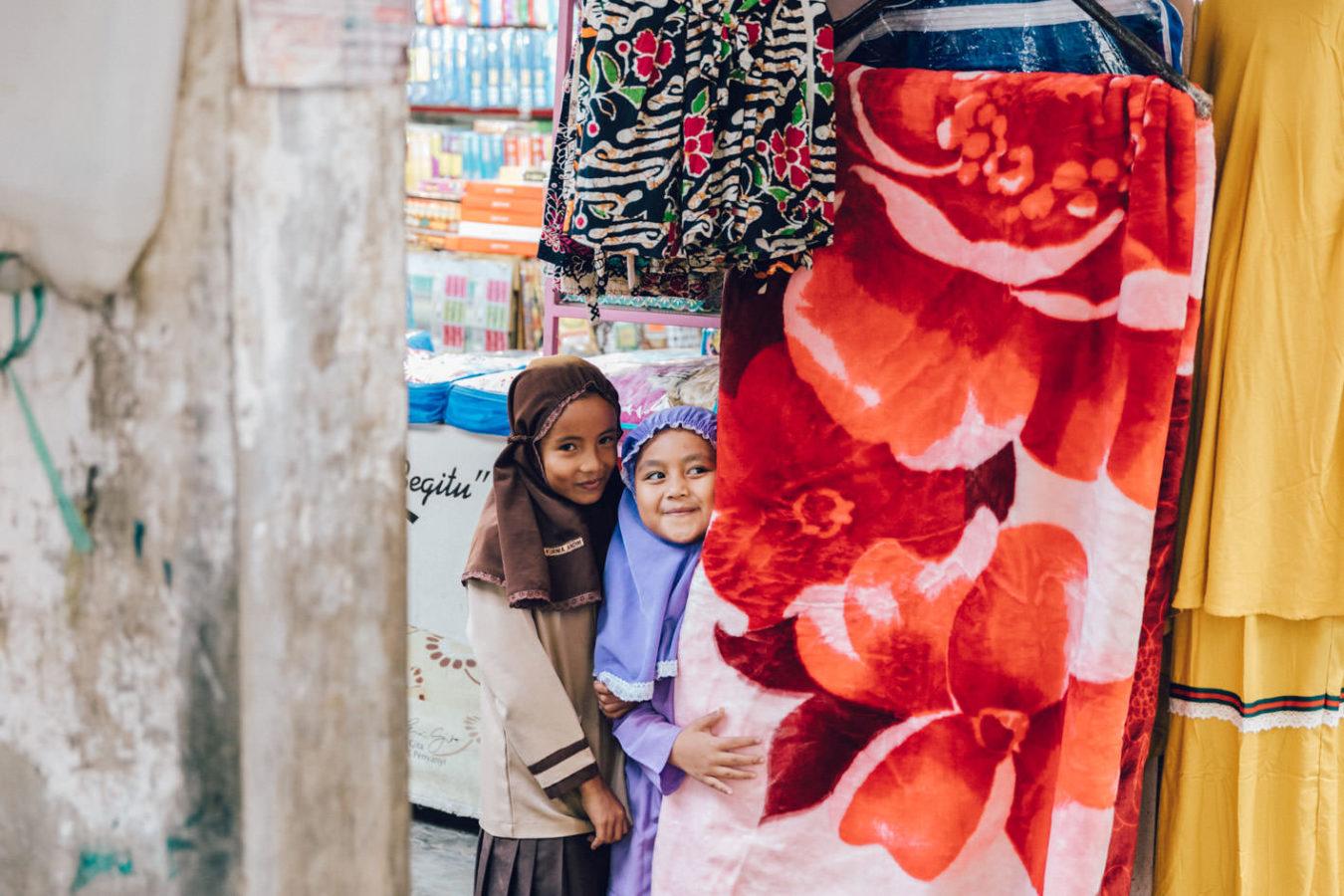 Bukittinggi market girls